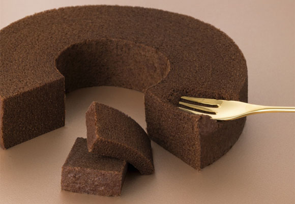 ねんりん家『モア モイストバーム もっとしっとり芽 ショコラ』をフォークで押してみたところ
